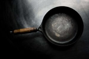 Cast iron pan on black surface, How sustainable is cast iron and should it be recycled?